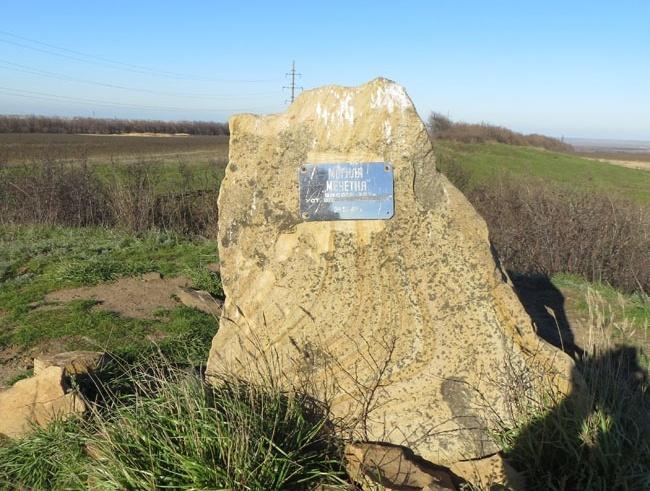 Найвища точка Донбасу та лівобережної України – Могила Мечетна (біля неї народився і виріс Семен Лощенко). Курган на цій височині був насипаний за 2000 років до нашої ери, тобто ще до кіммерійців