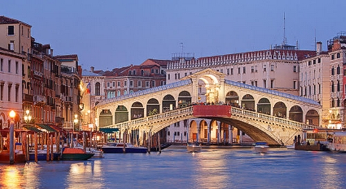 Cầu Rialto - điểm đến lý tưởng cho chuyến du lịch Venice - Ý