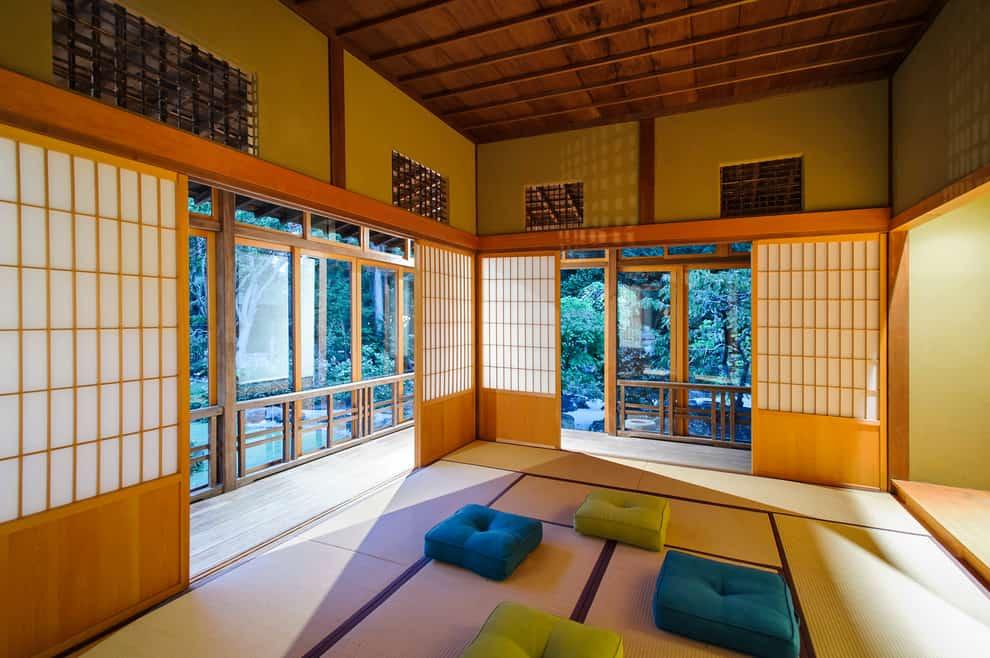 Iconic element of <em>shoji </em>in Japanese house | source: decorsnob.com