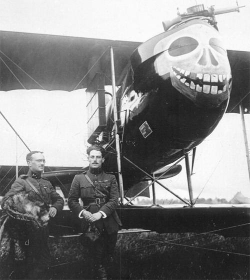 French Farman F.40 with a skull and set of grinning and broken teeth.