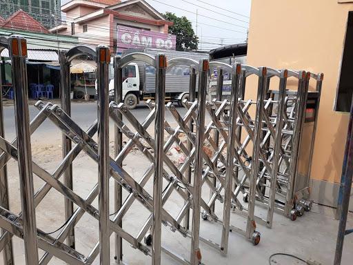Nên chọn cổng xếp inox nhập khẩu hay cổng xếp inox sản xuất trong nước