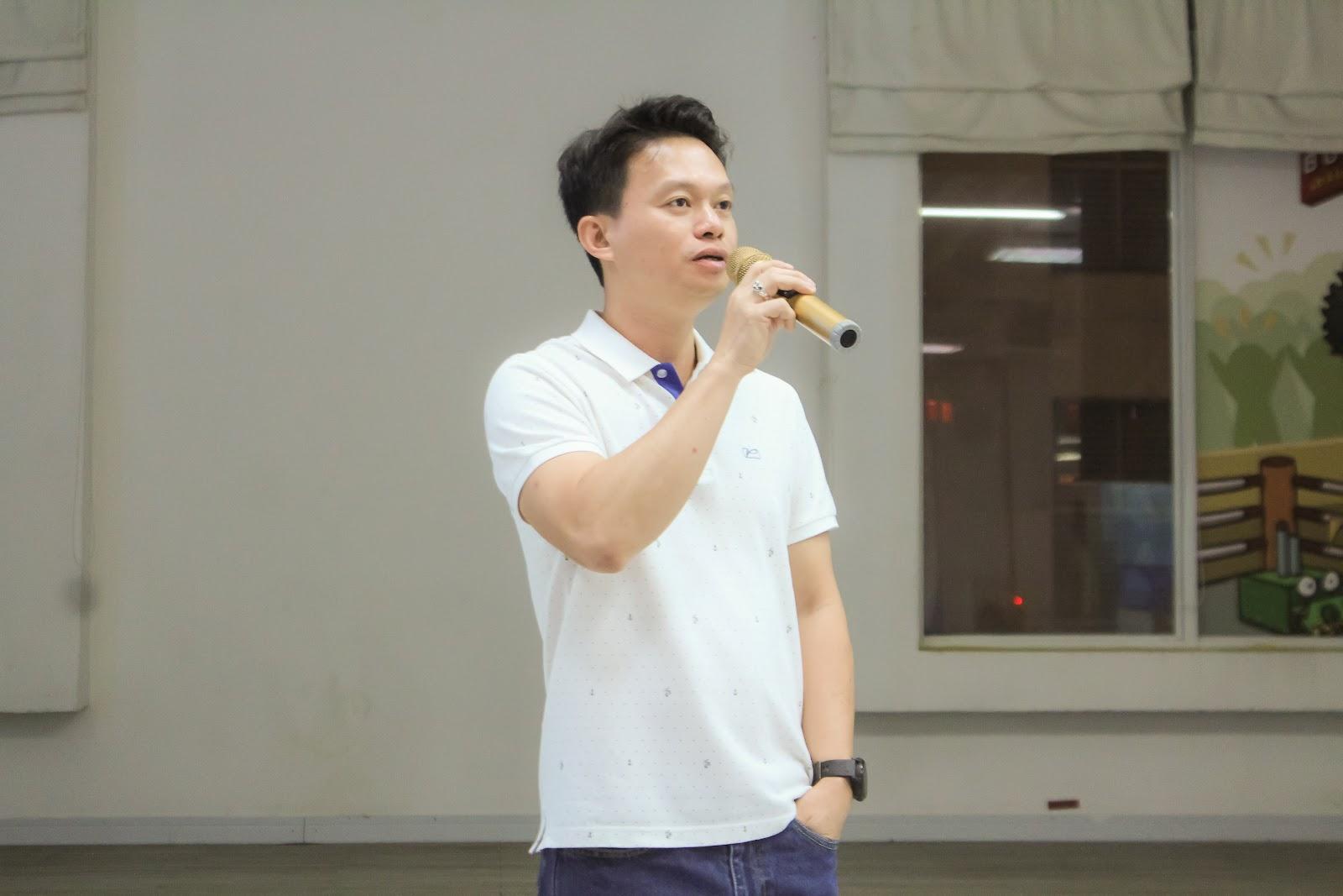 Ông Nguyễn Nhật Tuyên, Giám Đốc VNG Game Studios, phát biểu khai mạc cuộc thi