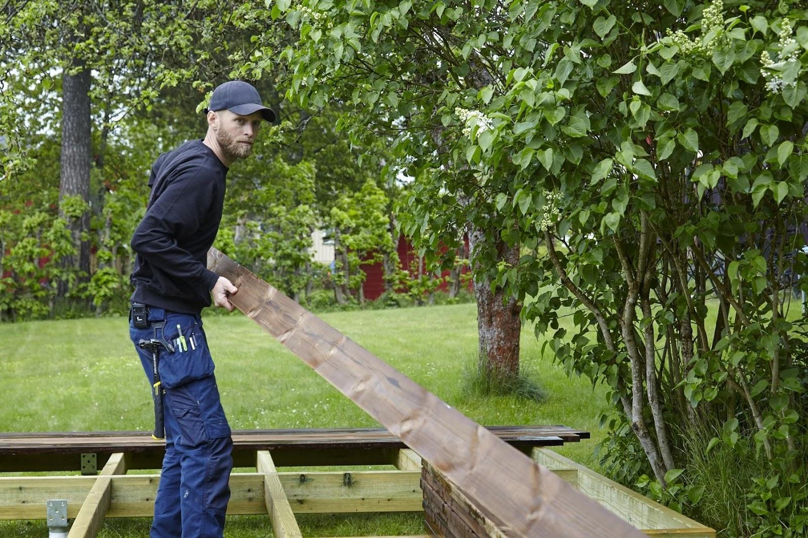 Installation einer Kebony-Holzterrasse