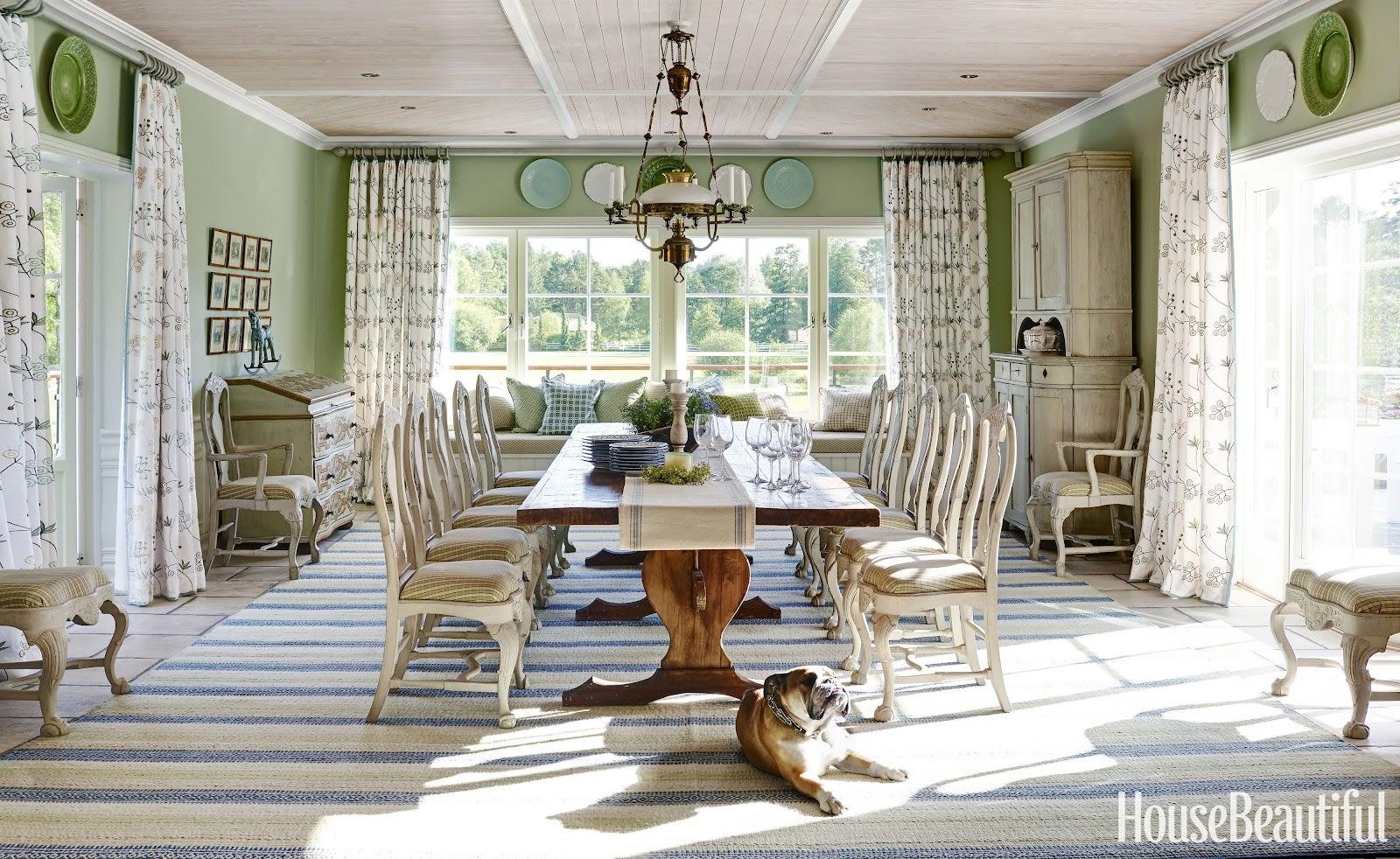 Ruang makan yang terinspirasi dari interior country home Inggris tahun 1900-an - source: housebeautiful.com