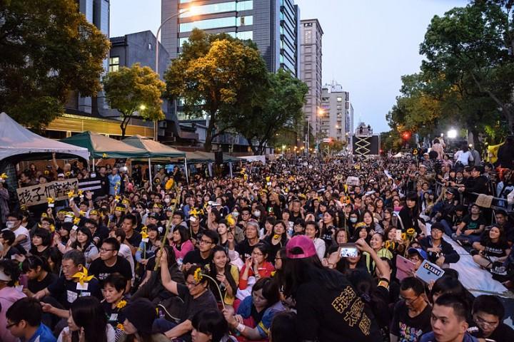 2014年的太陽花運動是台灣群眾反對中國帝國主義沙文主義的表現,但也反映了資本主義體制日益增長的危機。//圖片來源:Artemas Liu