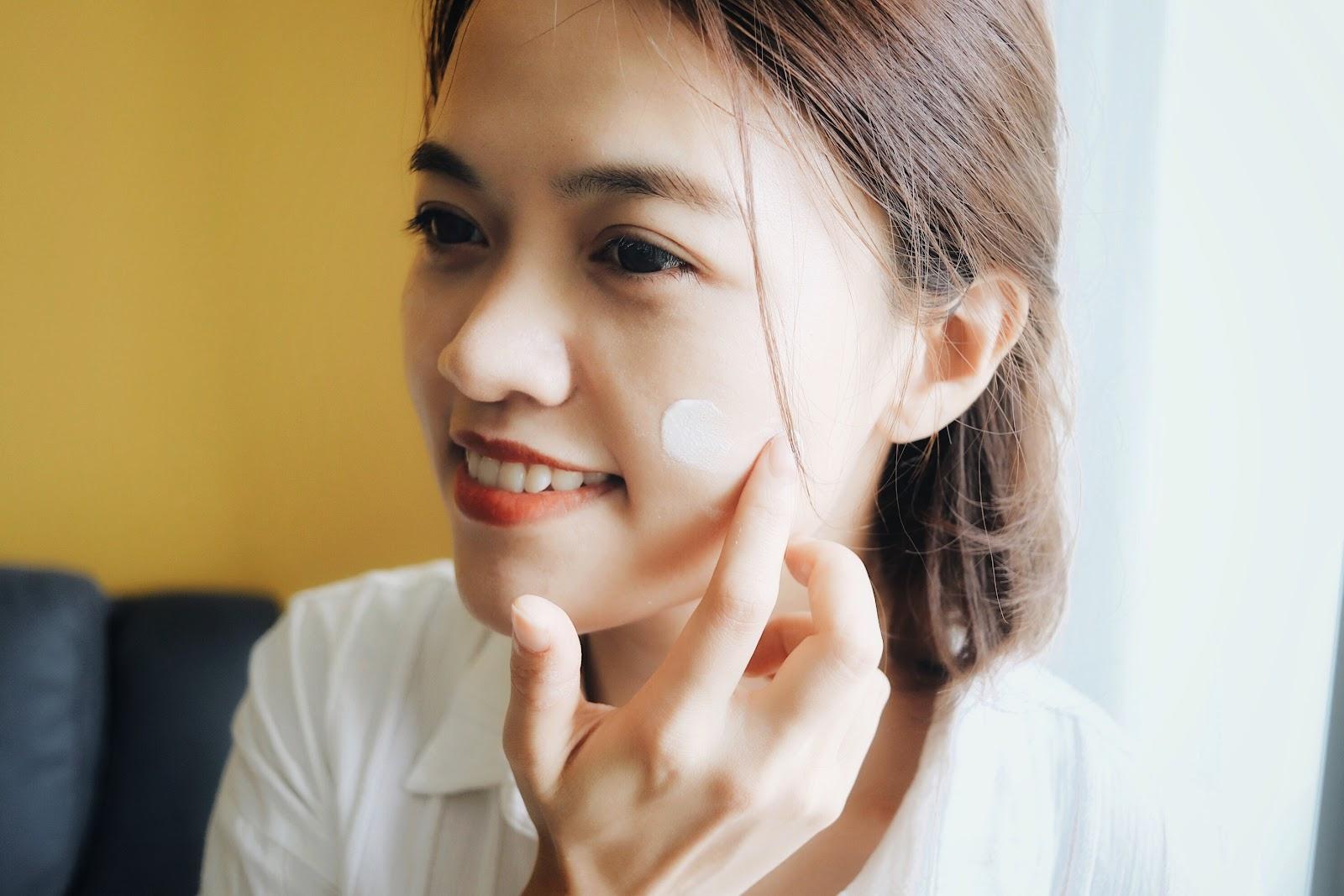 Moisturizing in skincare routine