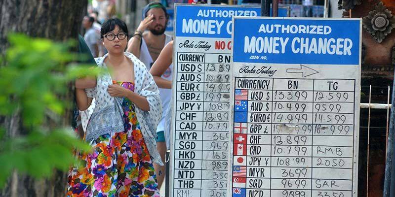 currency exchange frauds - Is Bali safe for couples ? Common Scams in Bali.