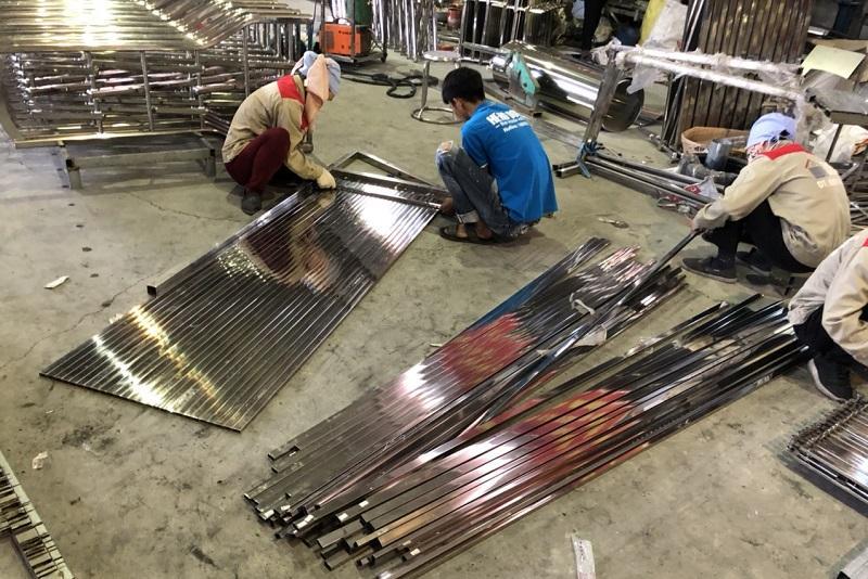 HƯỚNG DẪN] Quy trình lắp đặt cửa xếp inox 304 tại Hà Nội