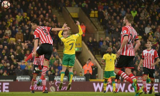 Trận cầu quyết định tới suất ở lại Ngoại hạng Anh của Norwich City vs Southampton ở vòng 30