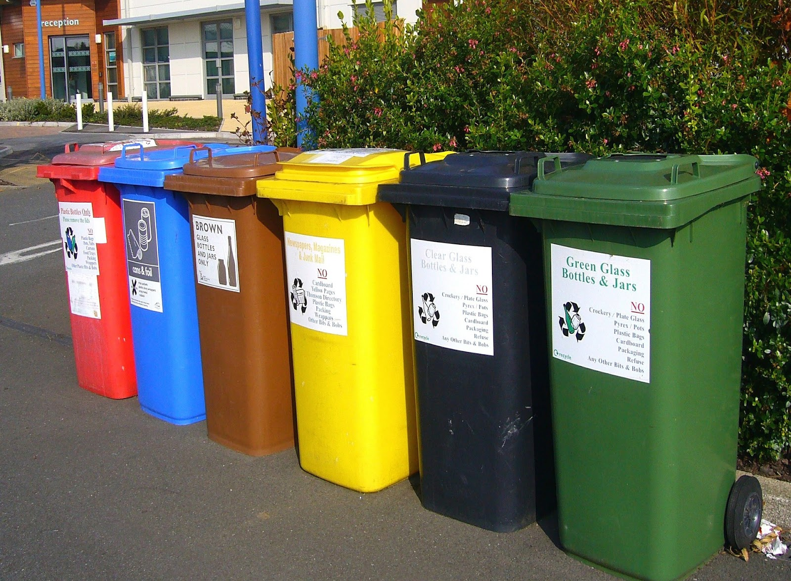 Eco-Friendly Event Planning with Recycling Bins