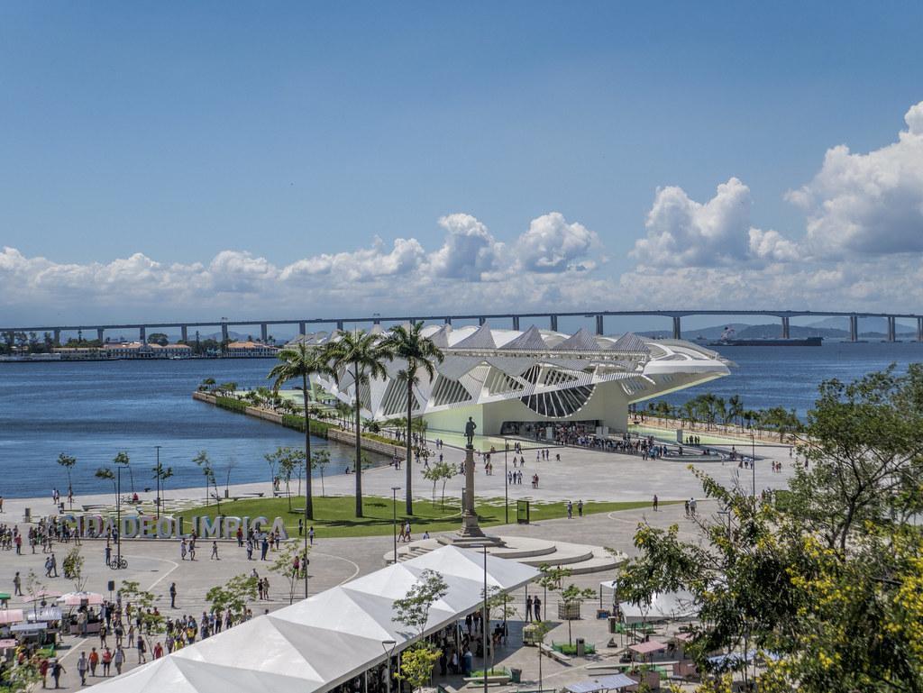 Praça Mauá com o Museu do Amanhã | Com a ponte Rio-Niterói c… | Flickr