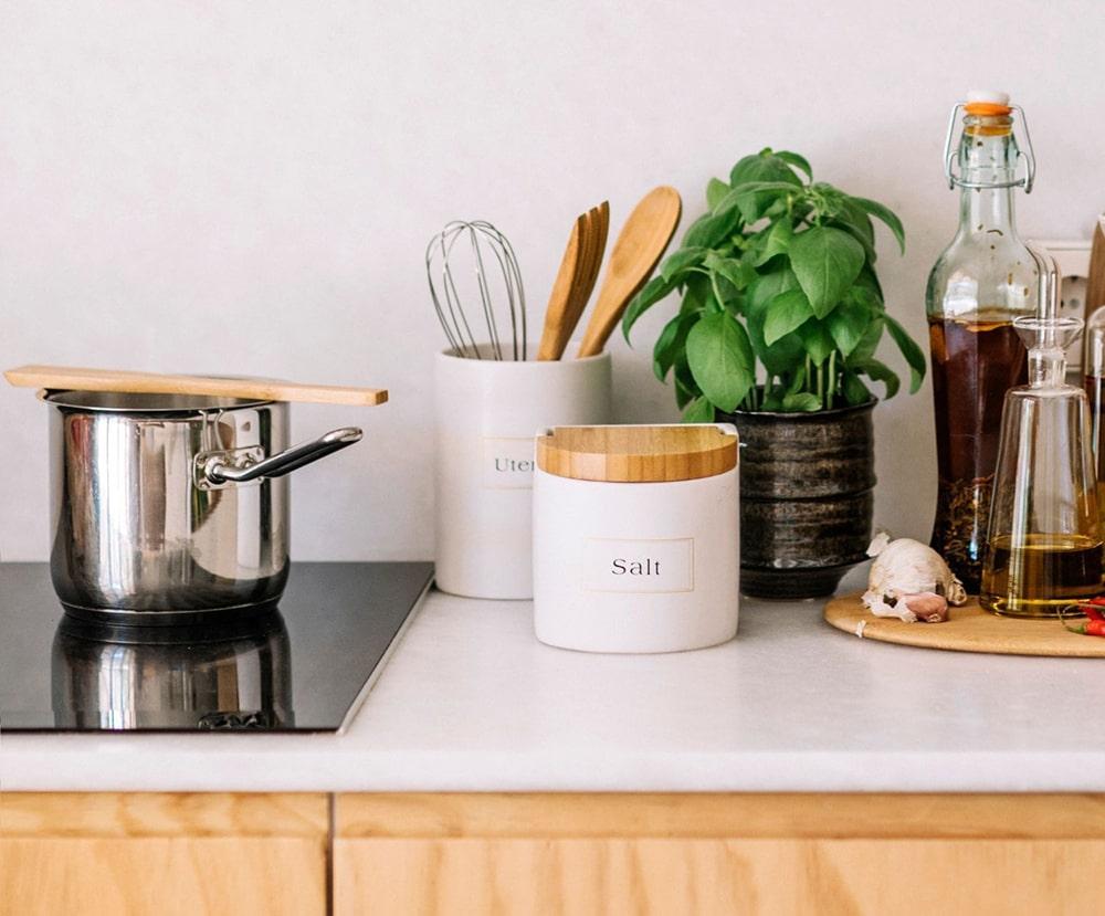bote-para-utensilios-de-cocina-de-ceramica-con-texto