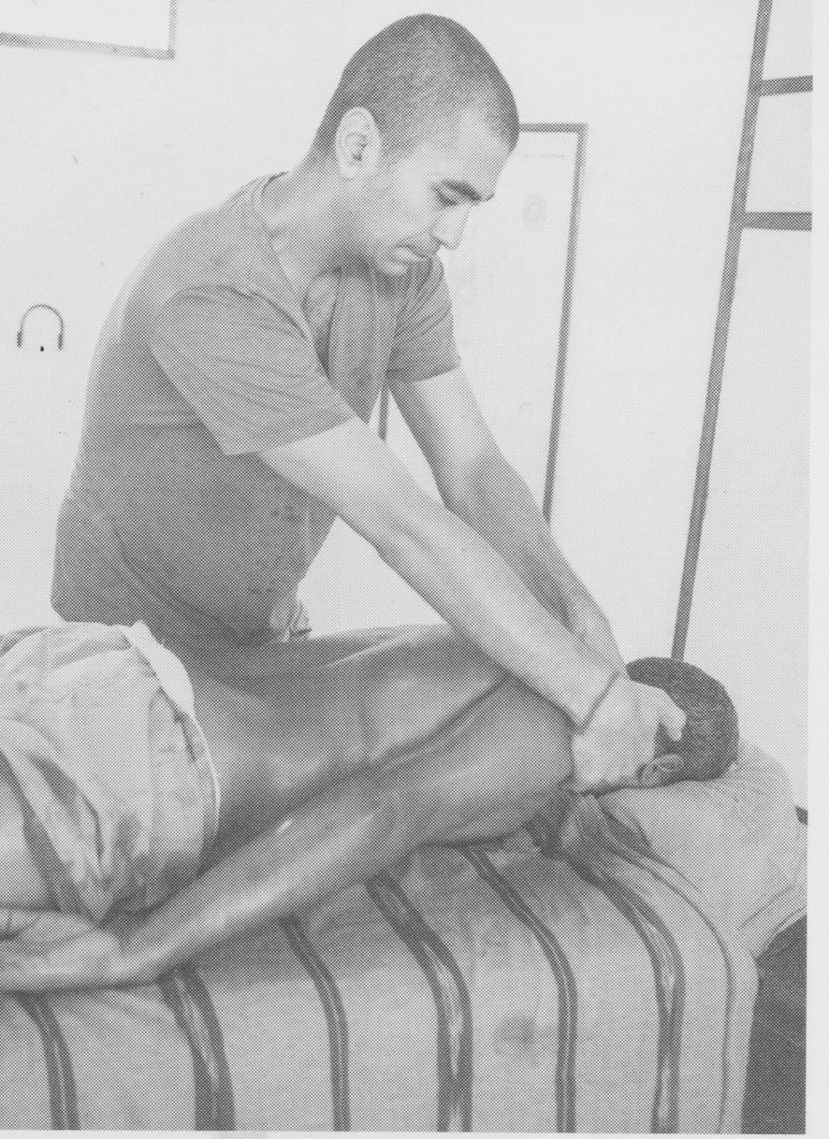 Terapi yang bernama Ayurveda fokus terhadap kesehatan fisik dan emosional seperti membersihkan tubuh dari penyakit. Salah satu cara yang diterapkan kepada pasien adalah dengan pijat seluruh badan