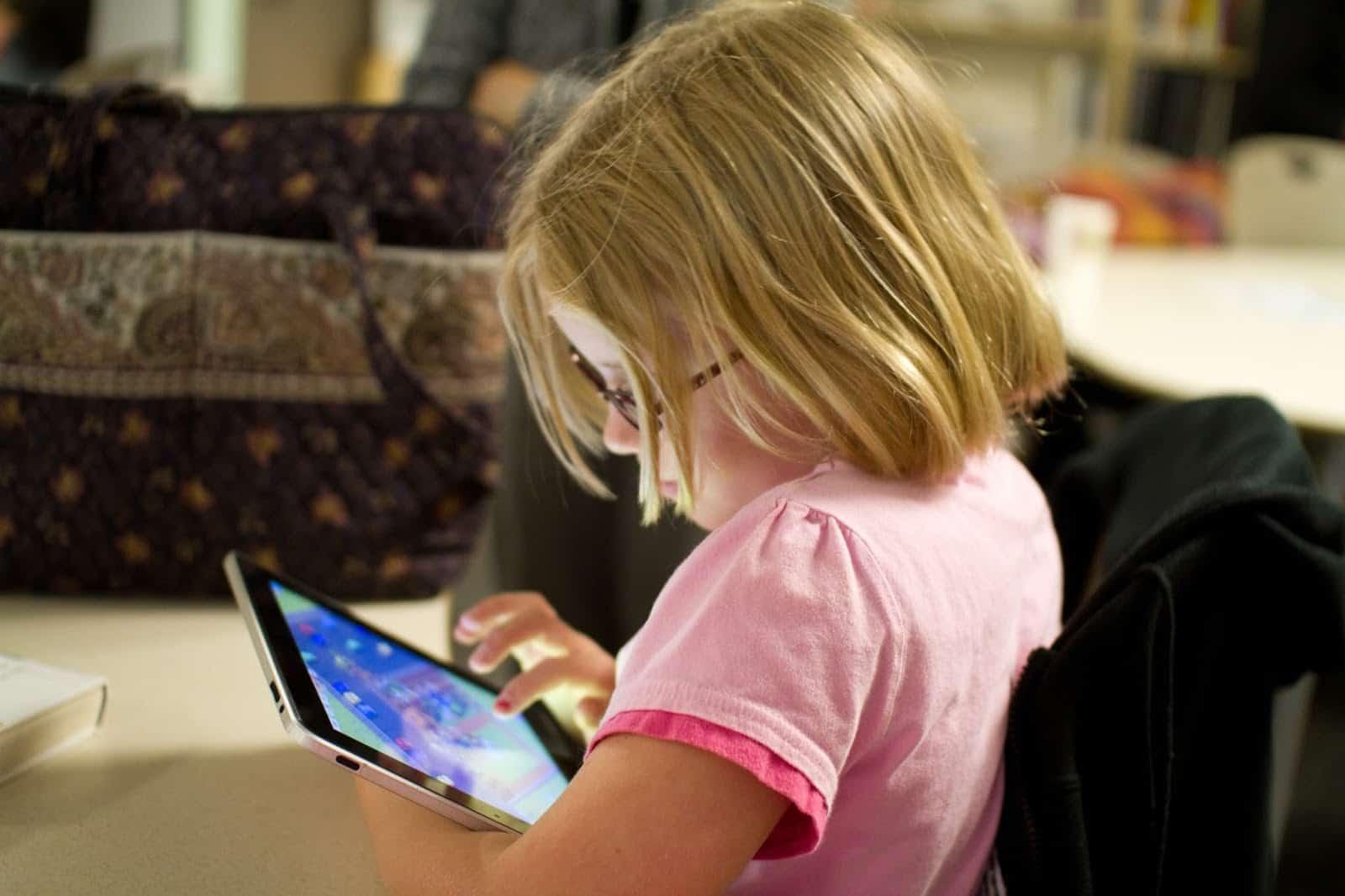 Ứng dụng giúp bé vừa chơi vừa học có thể làm gia tăng khả năng tương tác của con