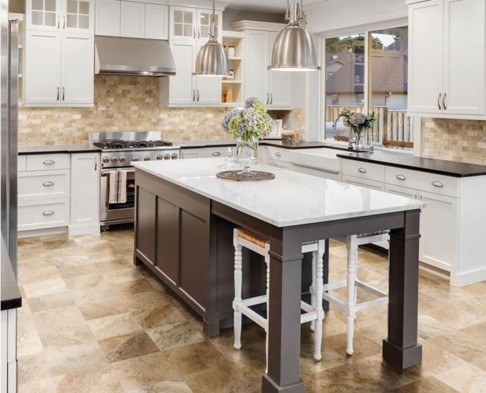 Gạch ốp tường mang lại sự hiện đại cho không gian phòng bếp