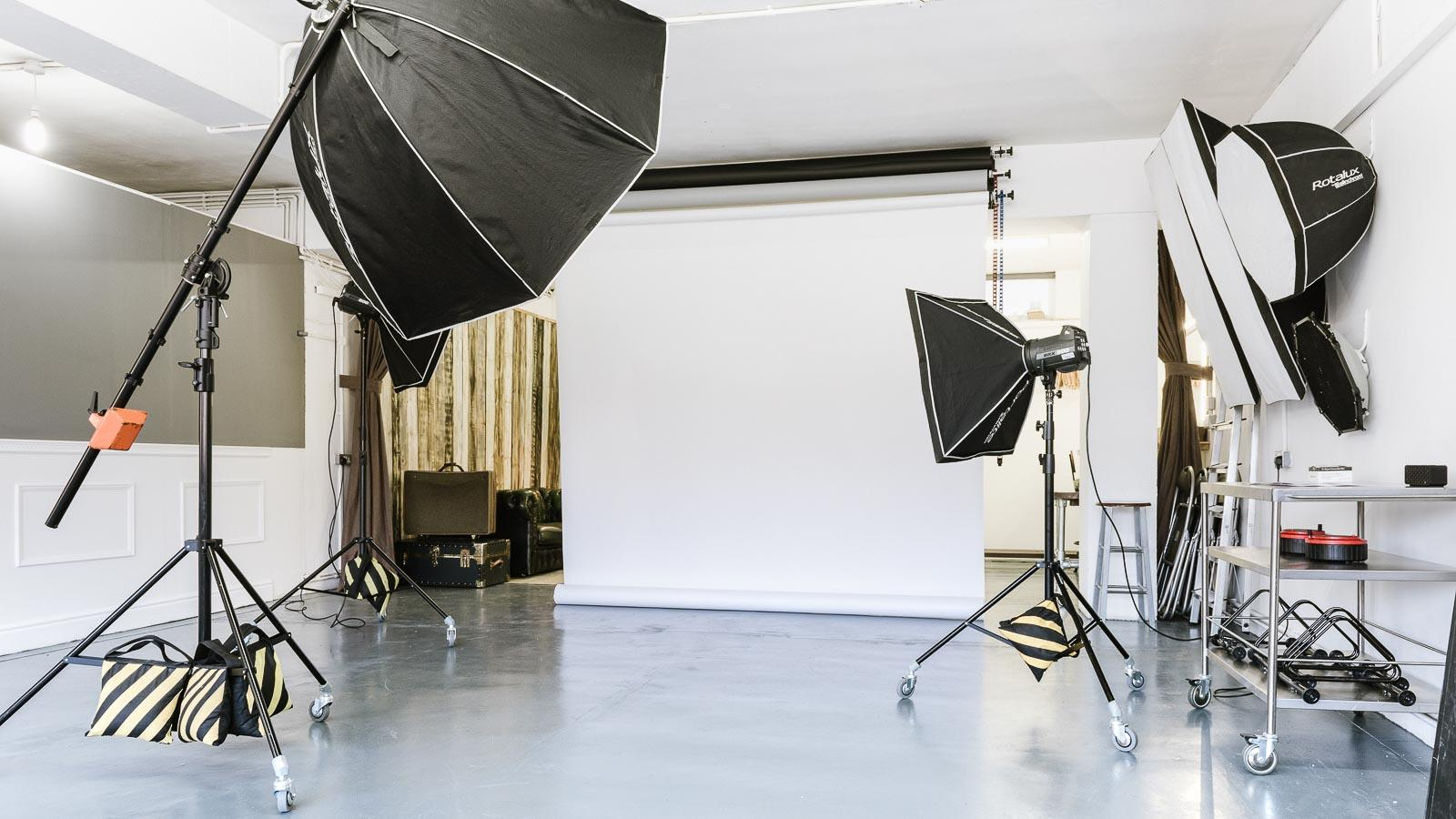 Why you need to hire a photo studio?