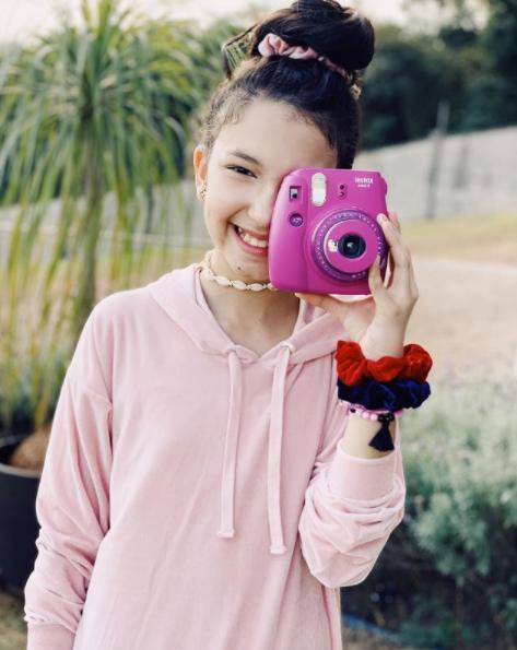 câmera polaroid - foto @luluca_oficial