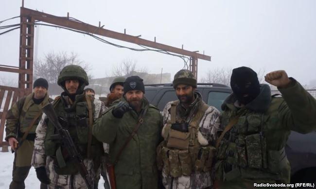 Спільне фото бойовиків на Донбасі. Другий зліва – іспанець Серхіо Бесерра, третій – Мозговий
