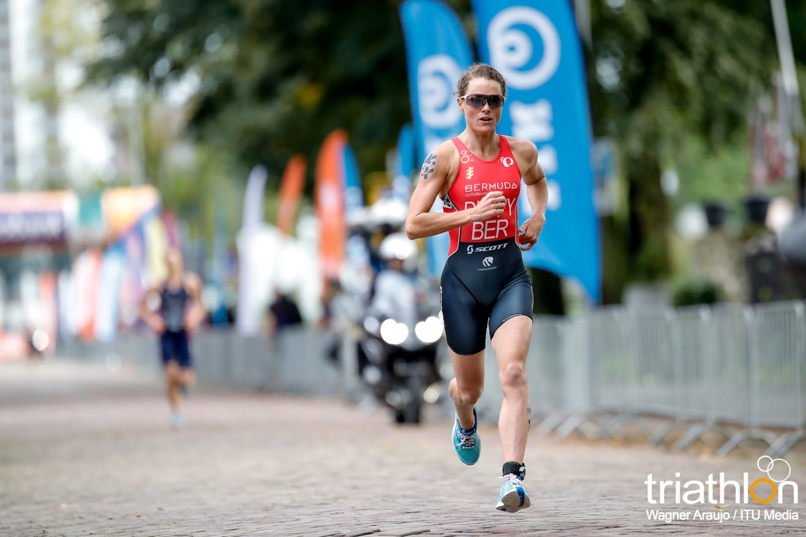 Rotterdam Duffy biegnie.jpg