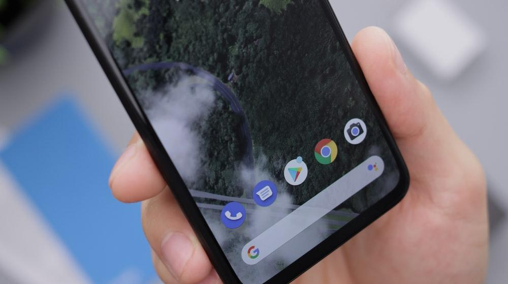 black android smartphone displaying icons