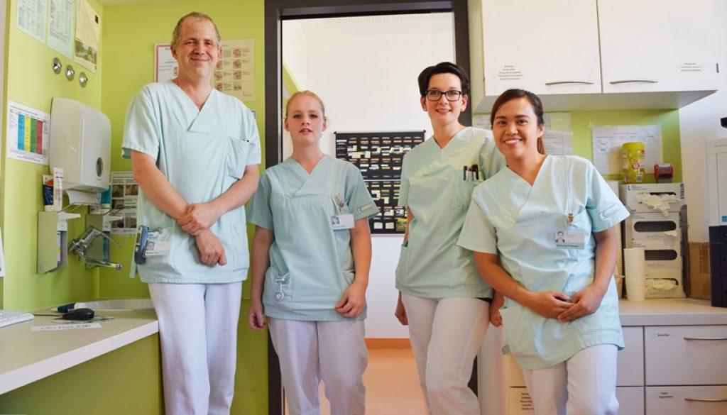 Hệ thống y tế tại Đức cũng đang thiếu hụt điều dưỡng viên trầm trọng do sự già hóa về dân số mang đến nhiều cơ hội cho sinh viên Việt Nam