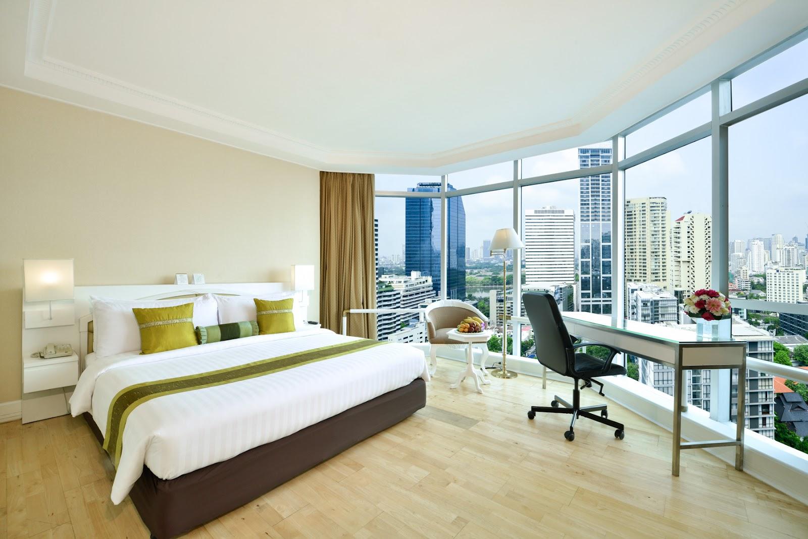 Pano Corner Suite room.JPG