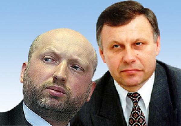 """Чеботар був призначений заступником Авакова за рекоментацдіюю Турчинова - одного з керманичів """"Народного фронту"""", до лав якого входить Аваков."""