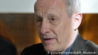 Петер Пільц - відомий в Австрії викривач корупції і критик законів, які роблять цю країну зручним місцем для відмивання грошей, зокрема, олігархами з країн Східної Європи