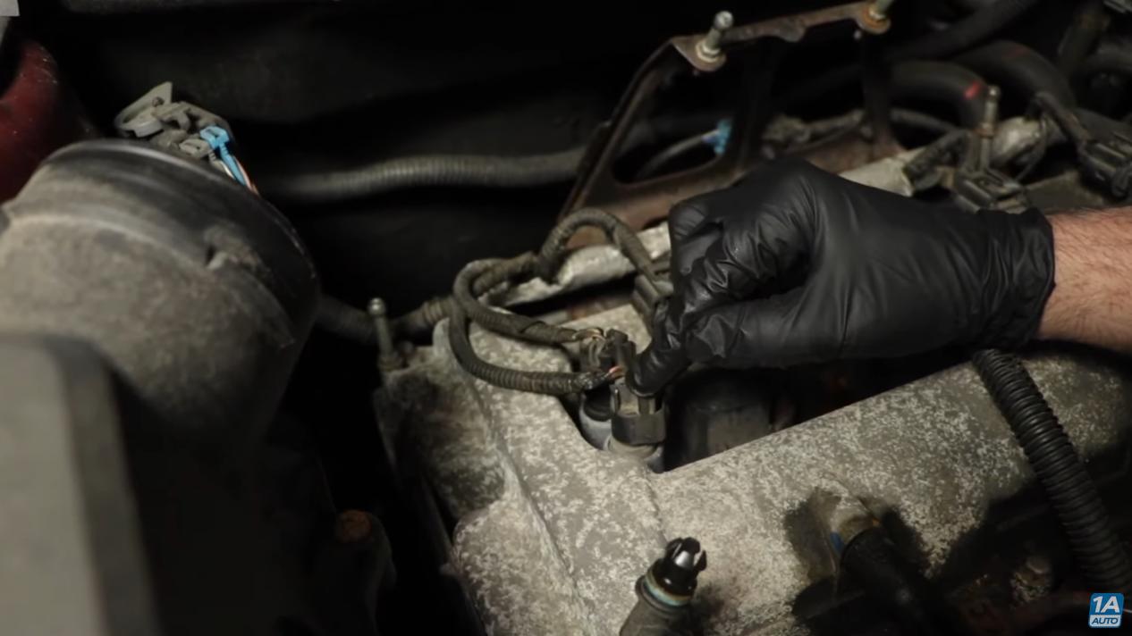 Mechanic diagnosing common Chevrolet Equinox Problem with VVT solenoids