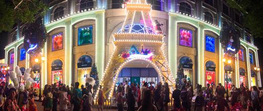 Người Sài Gòn đón Giáng sinh tại Diamond Plaza