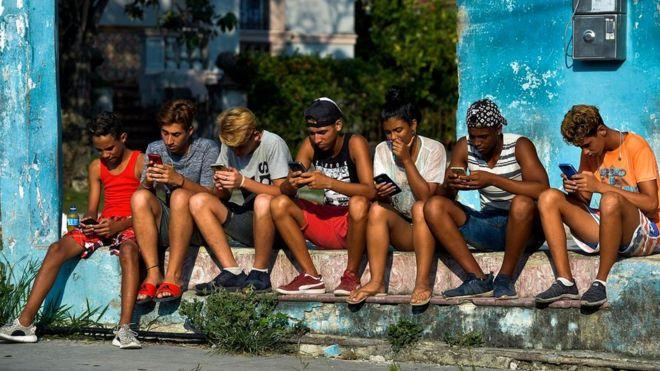 Хотя крупные мировые экономики уже не могут функционировать без интернета, миллиарды людей по-прежнему не имеют к нему доступа