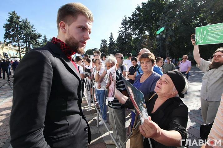 Наймолодший зі «слуг народу» Святослав Юращ спілкується з народом