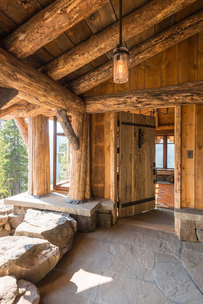 Tengase presente lujoso chalet piedra y madera for Log house doors