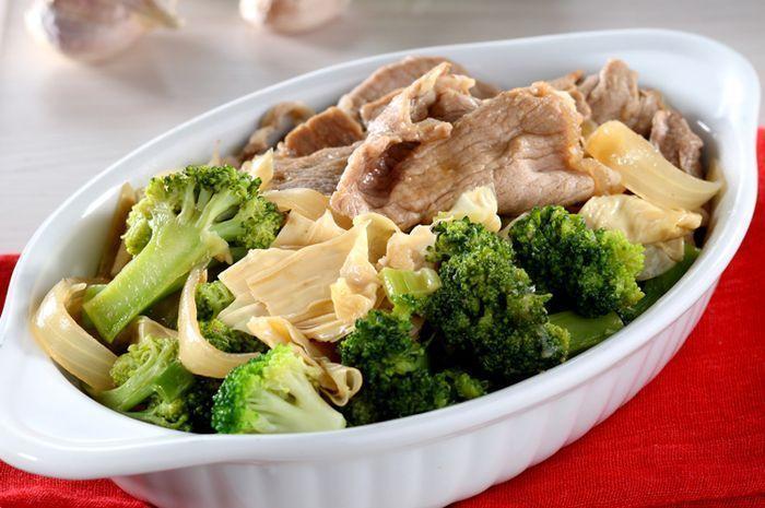 1. Resep Brokoli Mudah Dibuat Sendiri - Tumis Brokoli Sukiyaki