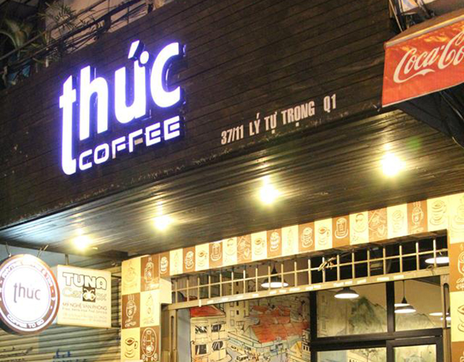 Tên bảng hiệu của cửa hàng phải đảm bảo được tính thẩm mỹ