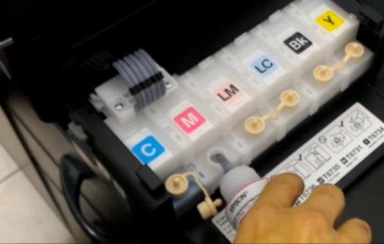 3) Impressora com 6 tanques de tinta.