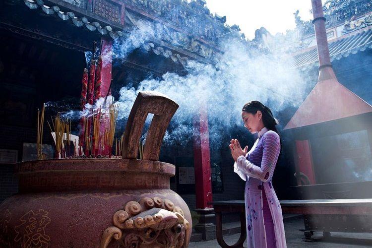 Nhiều người tìm đến chốn cửa Phật để cầu duyên