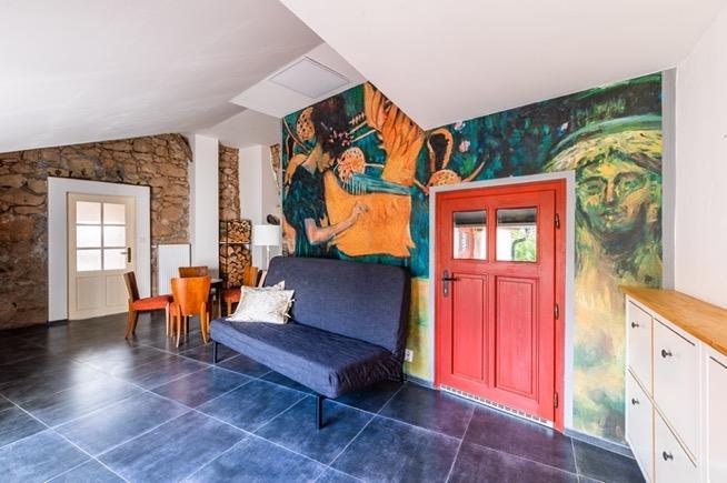 Obsah obrázku patro, interiér, život, místnost  Popis byl vytvořen automaticky