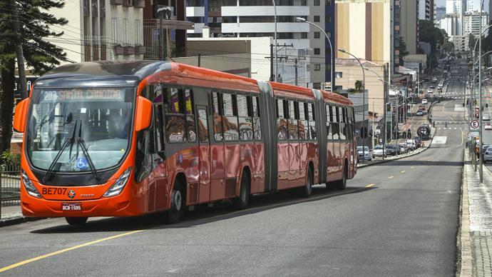 Sistema de transporte de Curitiba foi criado nas gestões de Jaime Lerner e se tornou exemplo no mundo. (Fonte: Prefeitura de Curitiba)