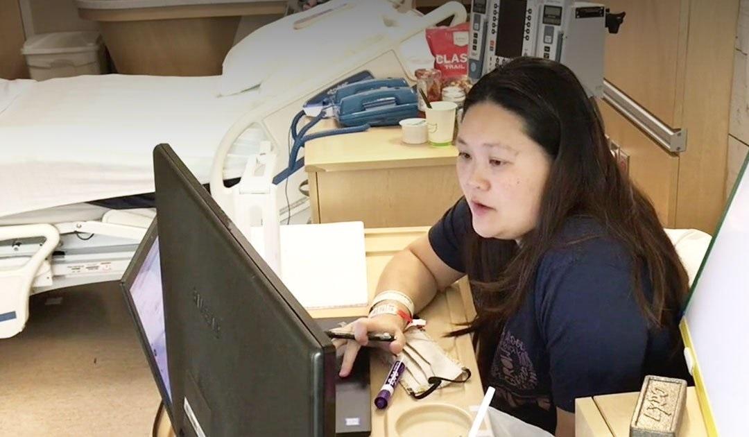 Pregnant teacher prepares hospital room to teach online classes