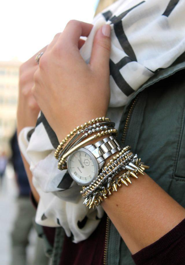 Браслеты из золота и серебра сочетаются с часами в классическом стиле