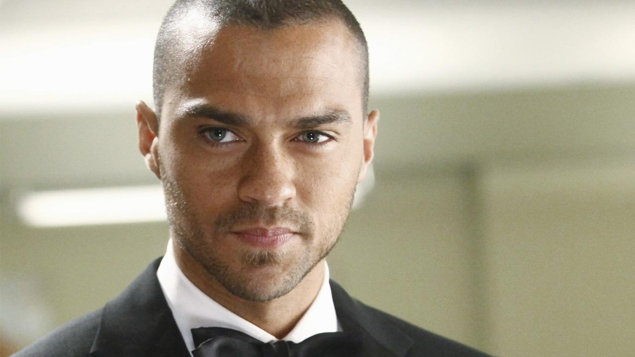 http://cdn.xonecole.com/wp-content/uploads/2015/10/Jesse-Williams-Greys-Anatomy.jpg