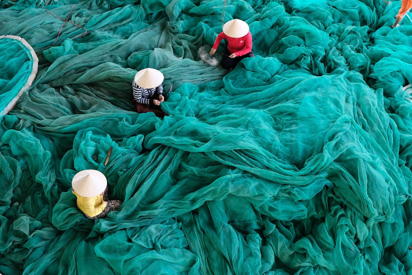 דייגים סיניים עם רשתות עצומות