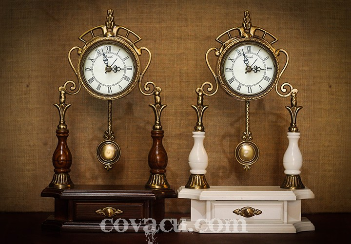Đồng hồ để bàn quả lắc còn có hình dáng vô cùng sang trọng