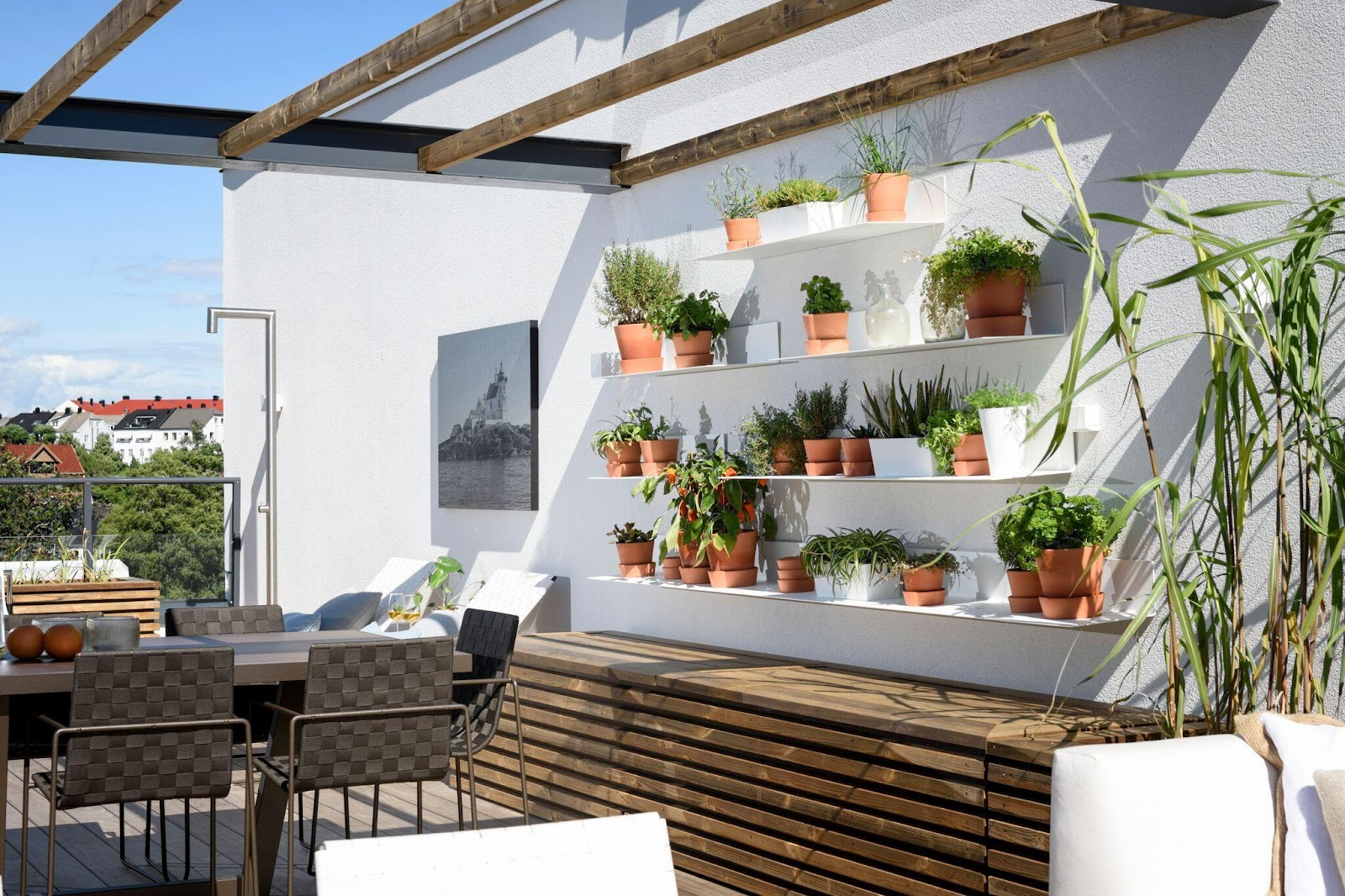 Terrasse med egen køkkenhave