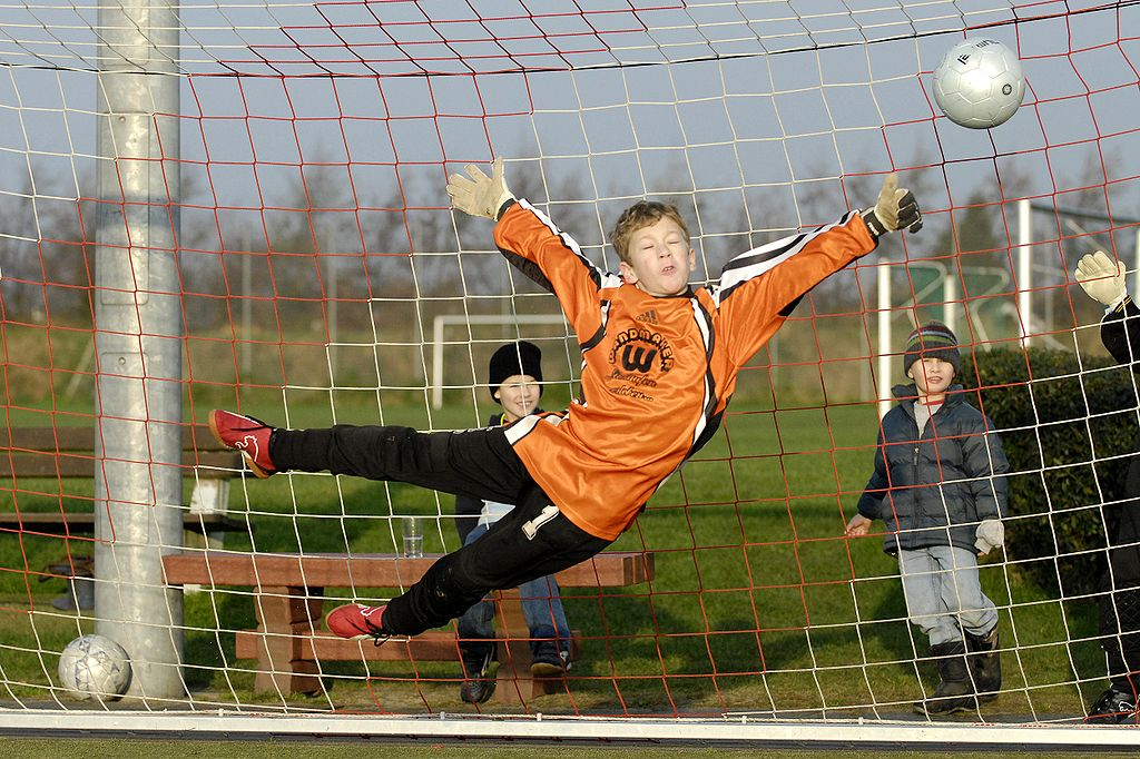 1024px-Soccer_Youth_Goal_Keeper.jpg