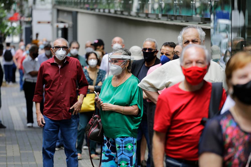 Mais de 133 mil brasileiros participaram do EPICOVID 19-BR-2, que avaliou a incidência da covid-19 no País. (Fonte: Nelson Antoine/Shutterstock)