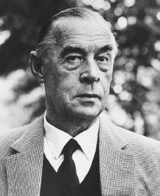 Erich Maria Remarque photo by Jerry Bauer.jpg