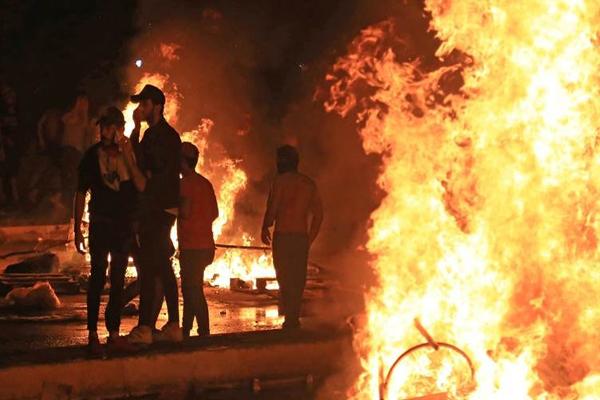 احتجاجات وإطلاق نار وحرائق في الناصرية العراقية الجنوبية