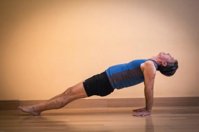 Tư thế chống đẩy ngược Upward Plank Pose - Bài tập yoga giảm béo bụng